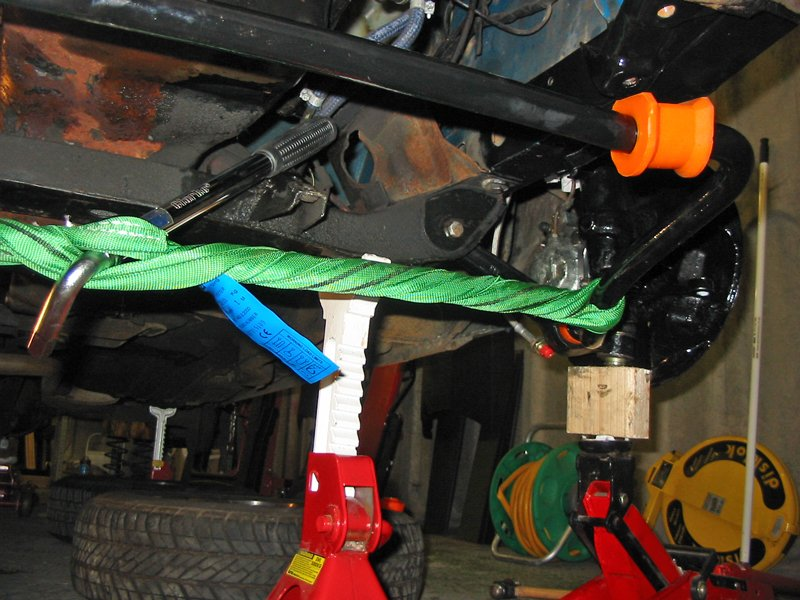 Compress the anti roll bar ARB with a strap to fit into the track control arms TCA